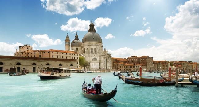 boat-grand-canal-basilica-santa-maria-della-salute-venice-italy_main