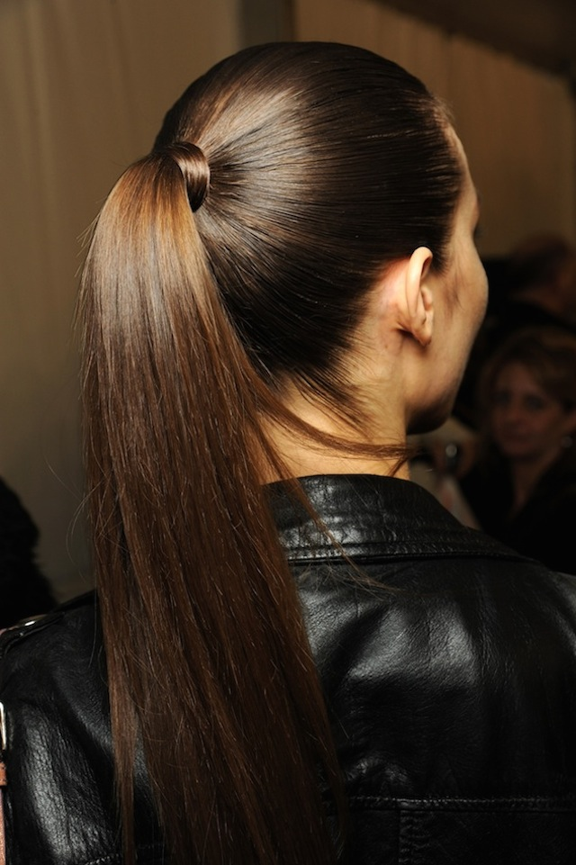 640x961x3-Le-Fashion-Blog-9-Inspiring-Wrapped-Ponytails-High-Ponytail-Louis-Vuitton-FW-2011-Via-Vogue-UK.jpg.pagespeed.ic.rNqt0IWCAr